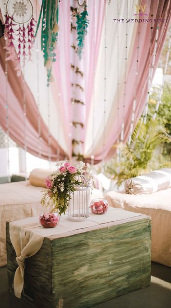 Floral table decor with bird cages