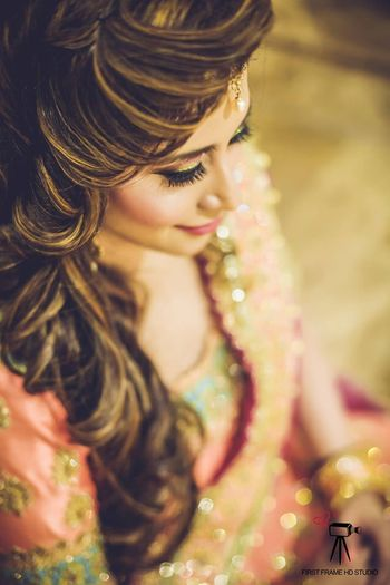 Sideswept wavy hairstyle for sangeet