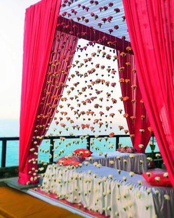 Pretty  floral strings decor