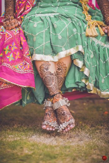 Unique bridal feet with mehendi and jewellery