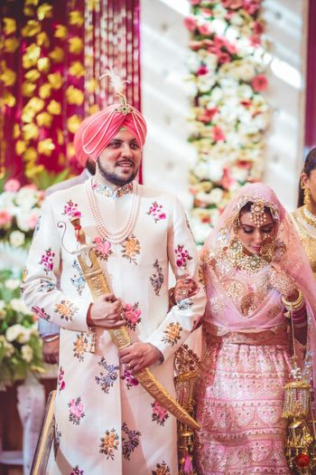 Coordinated bride and groom Sikh couple