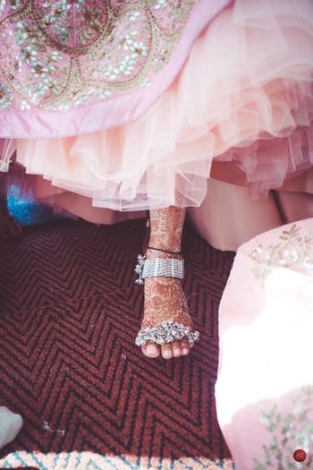 Bridal feet with unique jewellery