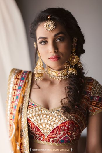 Bride wearing gold choker with pearls