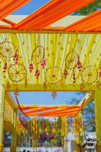 Photo of Hanging wheel decor on Mehendi