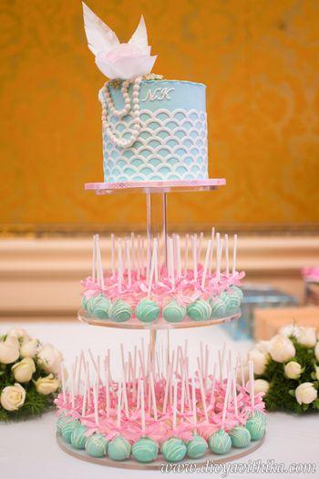 Photo of Unique cake with pastel lollipops