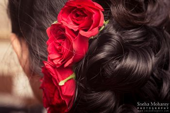 Photo of red roses in a bun