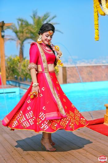 Twilring bride to be on mehendi day