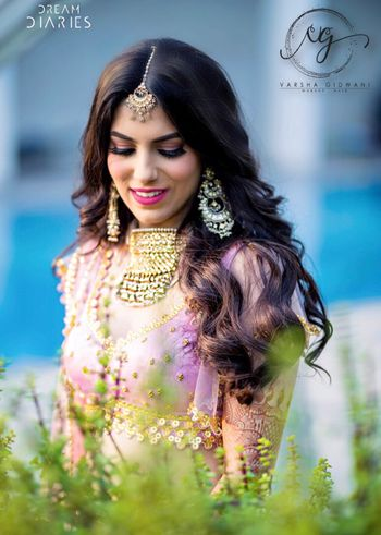 Photo of Mehendi bridal makeup with open hair