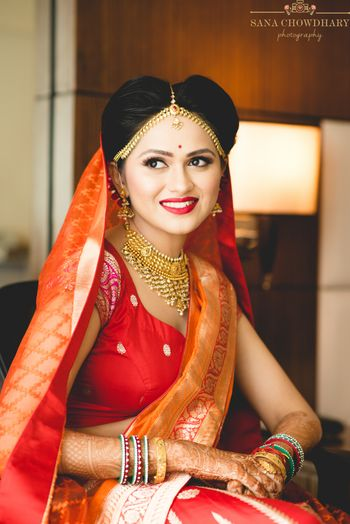 Simple bridal look with benarasi lehenga in red and orange