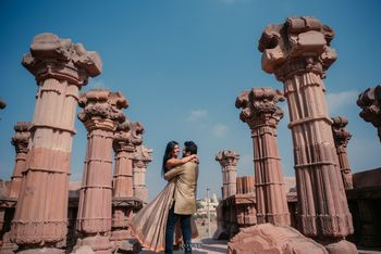 Photo of Pretty pre wedding shot around pillars