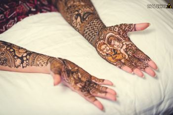 Modern mehendi design with bride and groom portrait