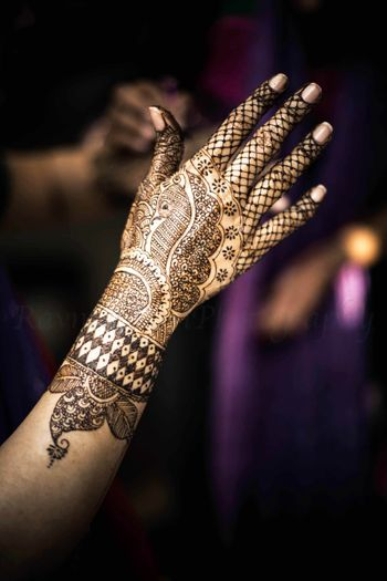 Simple bridal mehendi with jail and peacock design