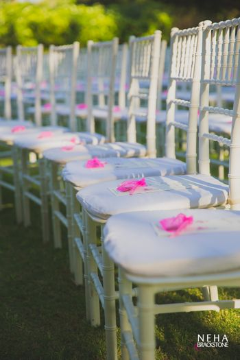 Chair decor ideas with bags with petals for guests