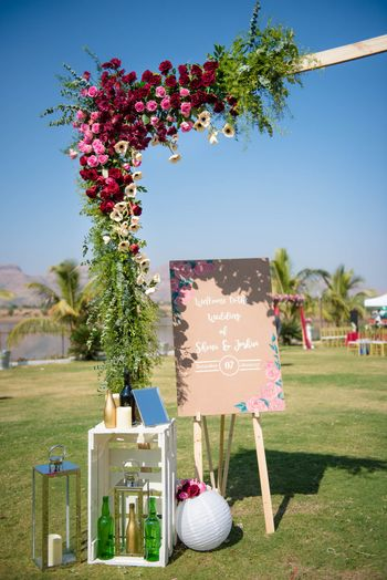 Pretty day entrance decor elements