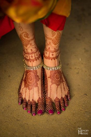 Beautiful feet mehendi shot