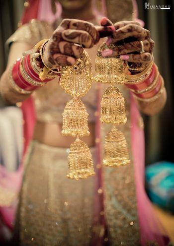 Bride showing off gold bridal kaleere