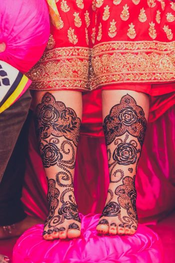 Modern feet mehendi design with roses