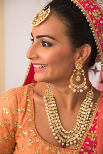 Bride Wearing Layered Necklace Maangtikka and Chandbala