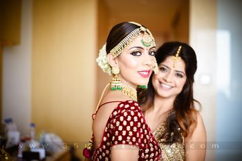 Photo of Bride with sister and contrasting jewellery