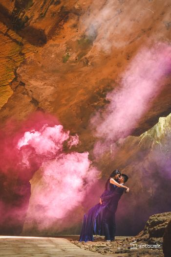 Photo of Smoke bomb in pre wedding shoot idea