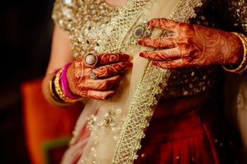 Bride setting gold dupatta