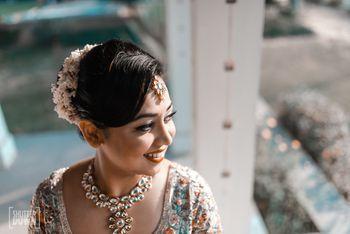 Simple bridal necklace with uncut diamonds