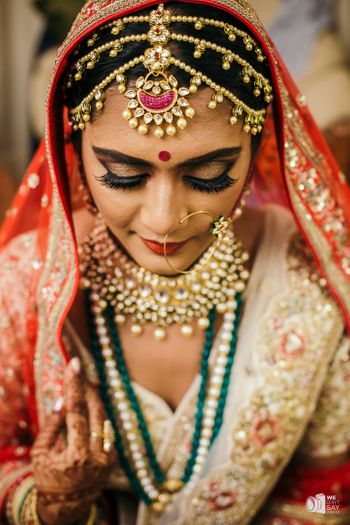 Bride wearing unique three strand mathapatti