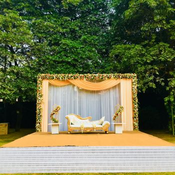 Lovely peach stage decor with florals