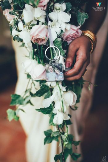 Photo of Touching idea parents photo in wedding bouquet
