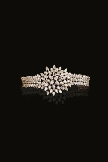 Stunning diamond bracelet with a floral design