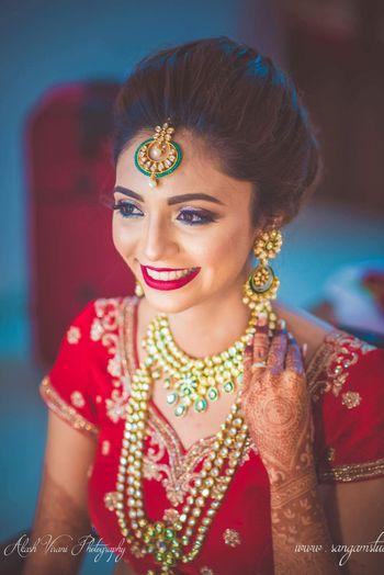 Green bridal Kundan jewellery for bride with red lehenga