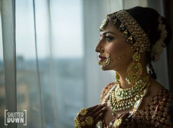 Photo of Heavy contrasting bridal jewellery for bride