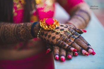 Photo of Beautiful back of hand mehendi design