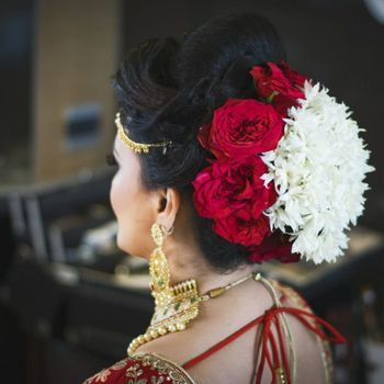 Pretty roses with mogra hairstyle for wedding