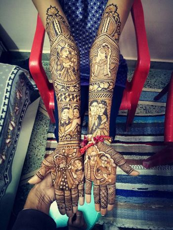 Unique bridal mehendi with cute couple caricatures