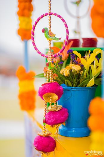 Hanging parrots in decor idea for mehendi
