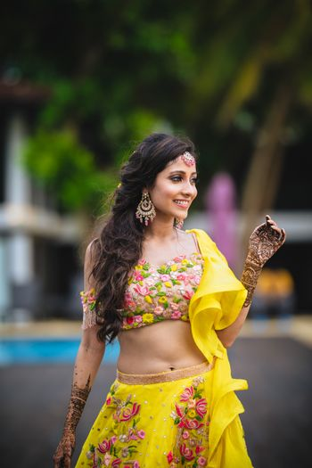 Mehendi bridal look and portrait in yellow