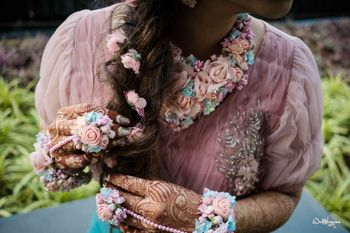 Pastel dry floral mehendi jewellery