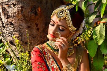 Gorgeous bold maangtikka with bridal choker for wedding