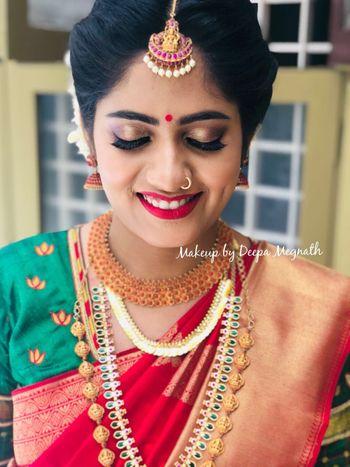 A south Indian bride in subtle makeup