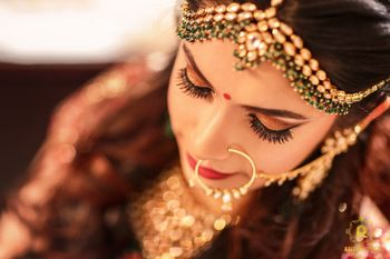 A bride with subtle makeup