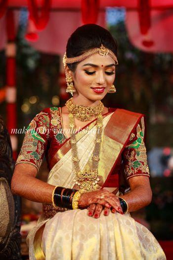 South Indian bride in plain saree and unique blouse