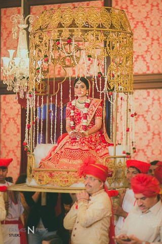 Unique bridal entry on a palki