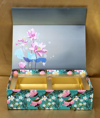 Floral wedding box for invite