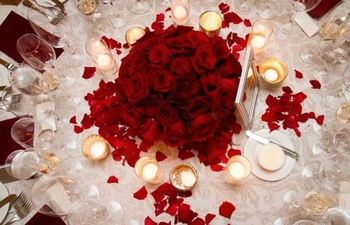 roses table centerpiece