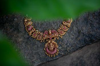 Stunning bridal jewelry shot
