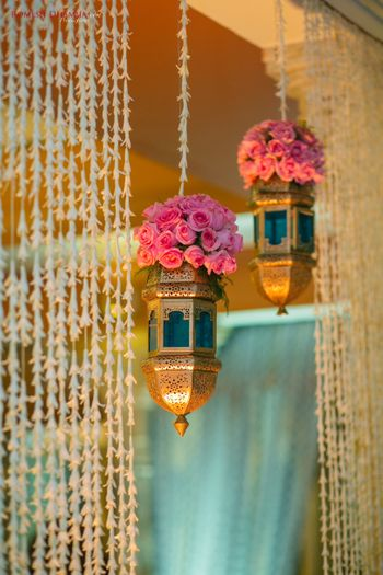 Floral arrangement with hanging lamps