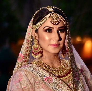 Indian bride with vintage jewellery