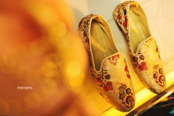 Photo of Embroidered groom juttis with floral work