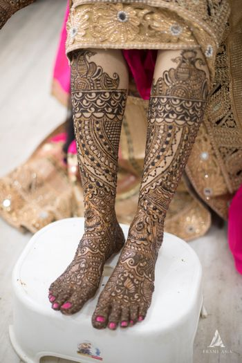 Full bridal feet mehendi design
